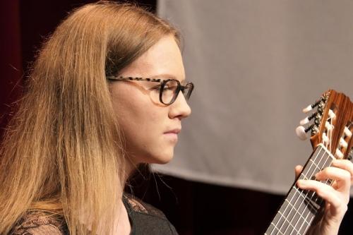 Corinne Küng - Gitarre